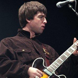 Noel Gallagher Oasis 1997